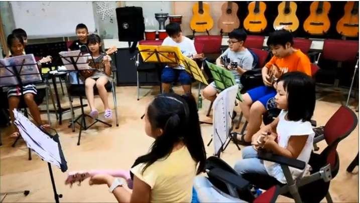 暑假星期五的ukulele